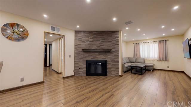1344 5th Street #18, Glendale, CA 91201 (#PF20115907) :: The Brad Korb Real Estate Group