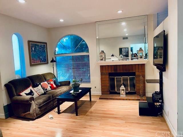 7110 Woodlake Avenue D, West Hills, CA 91307 (#SR20121503) :: Allison James Estates and Homes