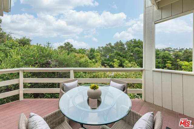 672 Erskine Drive, Pacific Palisades, CA 90272 (#20597756) :: Compass