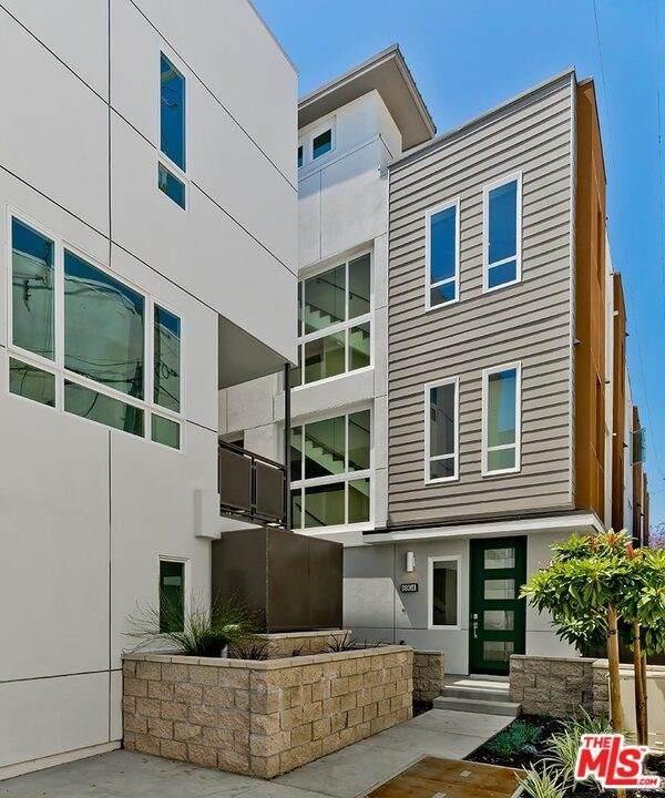 6904 N Tierno Lane, Los Angeles (City), CA 90038 (#20598470) :: Veronica Encinas Team