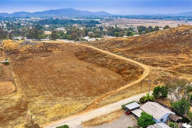 1 Saddleback Lane, Menifee, CA 92584 (#SW20129481) :: The DeBonis Team