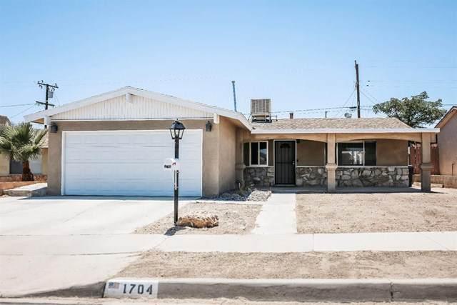 1704 De Anza Street, Barstow, CA 92311 (#525897) :: Compass