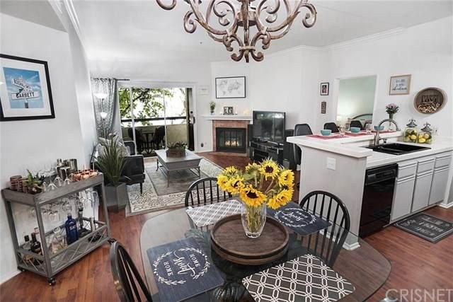 14914 Hamlin Street #110, Van Nuys, CA 91411 (#SR20129929) :: A G Amaya Group Real Estate