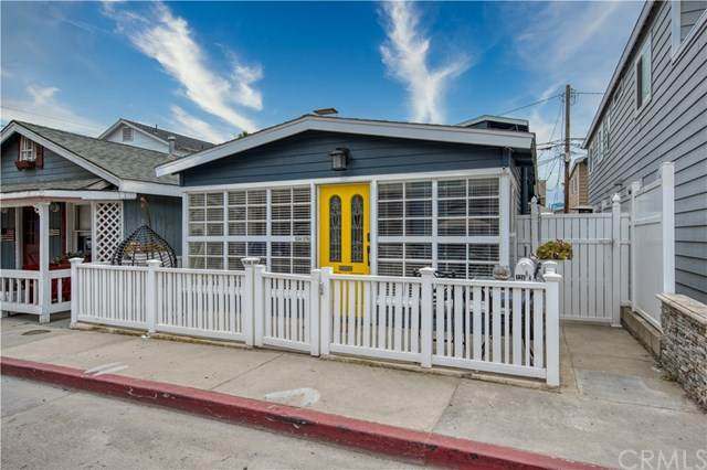 124 27th Street, Newport Beach, CA 92663 (#PW20130422) :: Sperry Residential Group