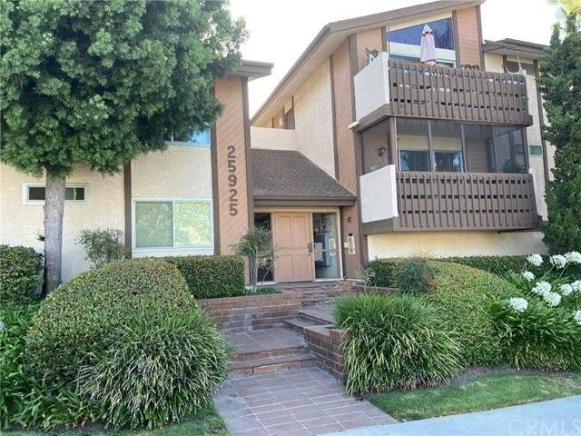 25925 Oak Street #116, Lomita, CA 90717 (#PV20131110) :: Millman Team
