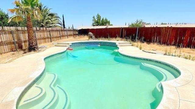 14460 Via Puente, Victorville, CA 92392 (#525859) :: The Costantino Group | Cal American Homes and Realty