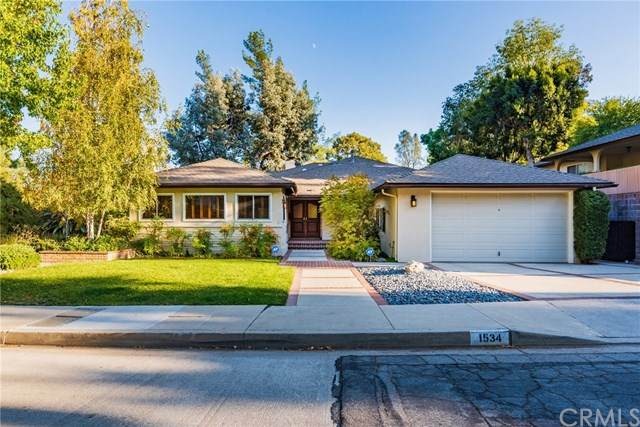 1534 Belleau Road, Glendale, CA 91206 (#BB20131410) :: The Brad Korb Real Estate Group