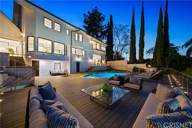 17101 Oak View Drive, Encino, CA 91316 (#SR20131963) :: Sperry Residential Group