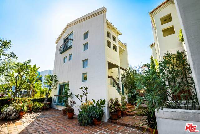8562 W West Knoll Drive #11, West Hollywood, CA 90069 (#20596996) :: Team Tami
