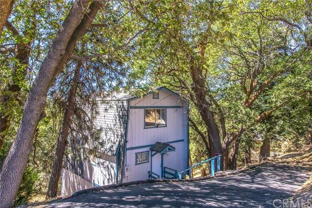 31981 Pine Cone Drive, Running Springs, CA 92382 (#EV20131985) :: Allison James Estates and Homes