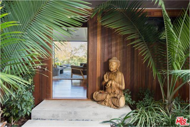 12328 Deerbrook Lane, Los Angeles (City), CA 90049 (#20600616) :: Sperry Residential Group