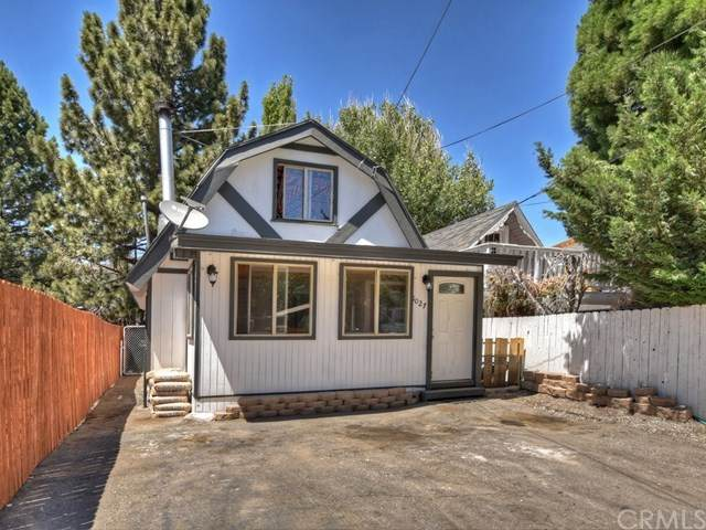 1027 W Country Club Boulevard, Big Bear, CA 92314 (#EV20133732) :: RE/MAX Empire Properties