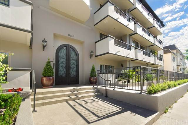 11218 Camarillo Street #401, Toluca Lake, CA 91602 (#SR20135369) :: The Brad Korb Real Estate Group