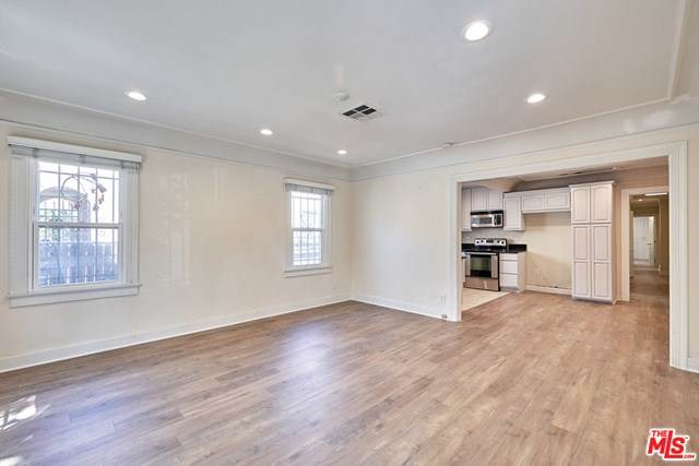 942 S Lucerne Boulevard, Los Angeles (City), CA 90019 (#20602596) :: Sperry Residential Group