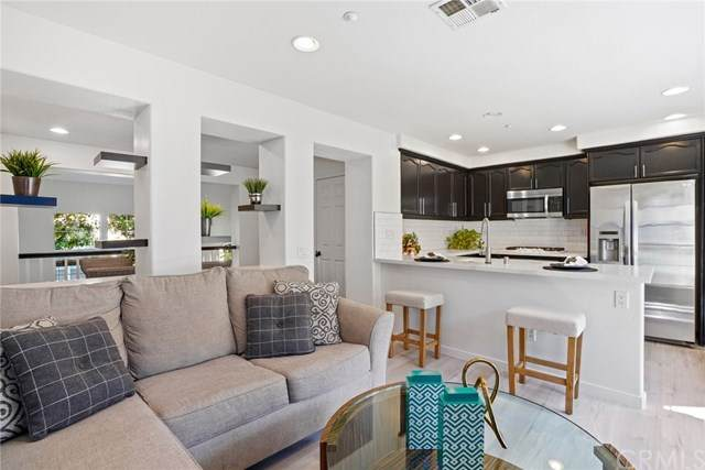 88 Chula Vista #4, Irvine, CA 92602 (#OC20135423) :: Allison James Estates and Homes