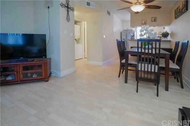 7035 Woodley Avenue #203, Lake Balboa, CA 91406 (#SR20136343) :: Twiss Realty