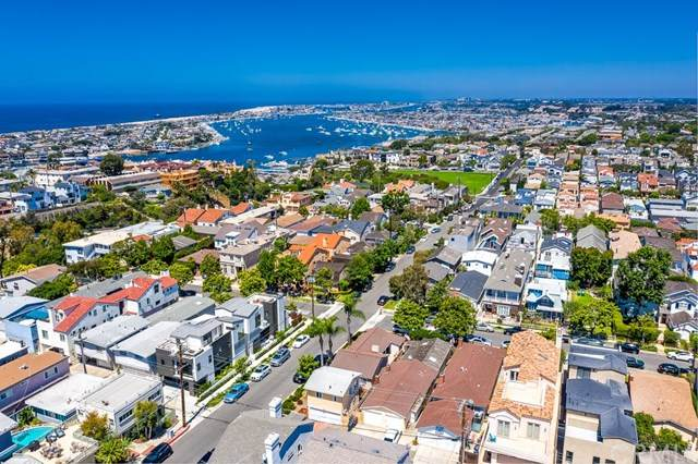 420 Fernleaf Avenue, Corona Del Mar, CA 92625 (#NP20132937) :: Twiss Realty