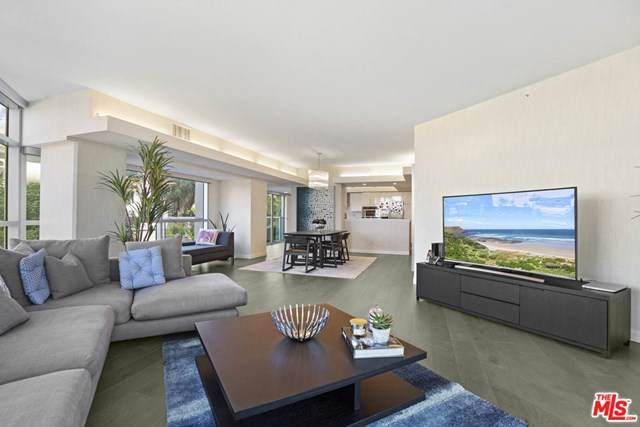13700 Marina Pointe Drive #305, Marina Del Rey, CA 90292 (#20603082) :: Sperry Residential Group