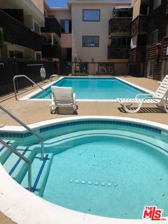 5349 Newcastle Avenue #16, Encino, CA 91316 (#20602996) :: Sperry Residential Group