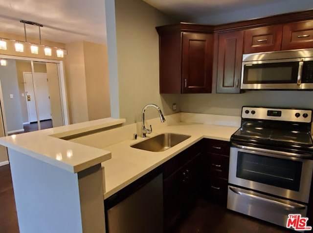 22100 Burbank 329C, Woodland Hills, CA 91367 (#20604334) :: A|G Amaya Group Real Estate