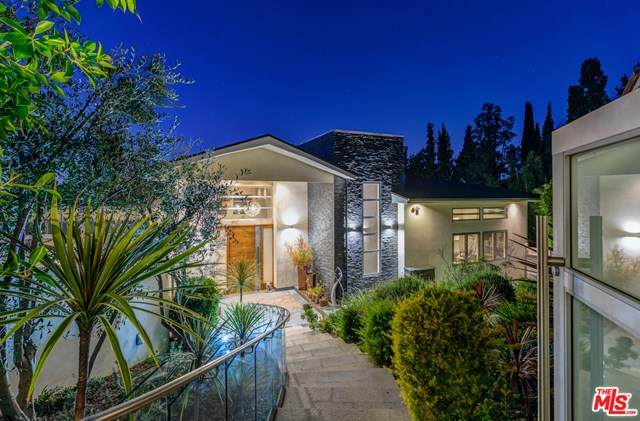 3768 Berry Drive, Studio City, CA 91604 (#20604116) :: A|G Amaya Group Real Estate