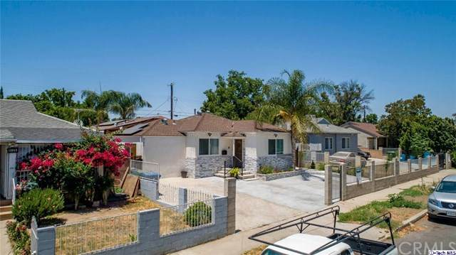 8133-8135 Noble Avenue, Panorama City, CA 91402 (#320002431) :: Berkshire Hathaway HomeServices California Properties