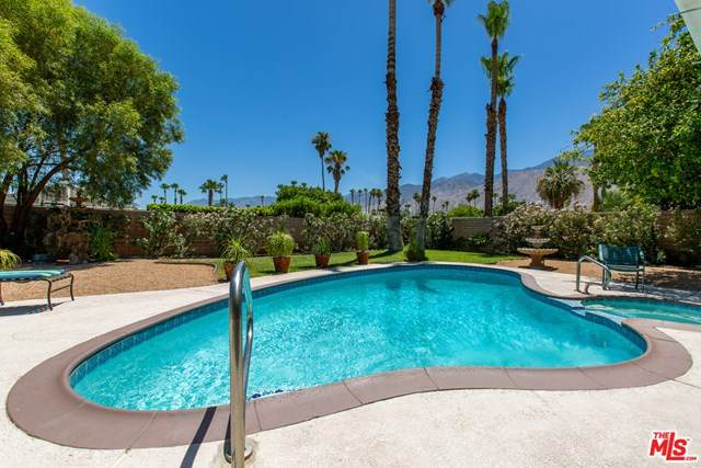 2255 Tamarisk Road, Palm Springs, CA 92262 (#20605718) :: The Najar Group