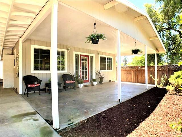 6187 Robin Hood Way, Lucerne, CA 95458 (#LC20151573) :: Sperry Residential Group