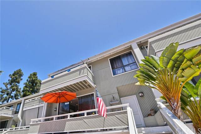 8 Kialoa Court #102, Newport Beach, CA 92663 (#LG20152782) :: The Laffins Real Estate Team