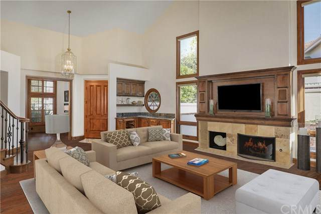 17 Harbor Pointe Drive, Corona Del Mar, CA 92625 (#NP20150171) :: Sperry Residential Group