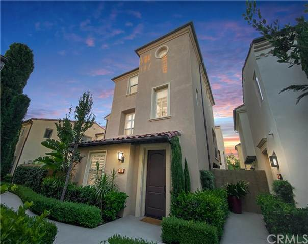 63 Strawberry Grove, Irvine, CA 92620 (#OC20152395) :: Compass