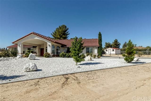 15110 Osceola Road, Apple Valley, CA 92307 (#TR20155924) :: A|G Amaya Group Real Estate