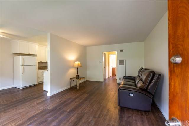 819 E 4th Street #4, Long Beach, CA 90802 (#PW20144605) :: Sperry Residential Group