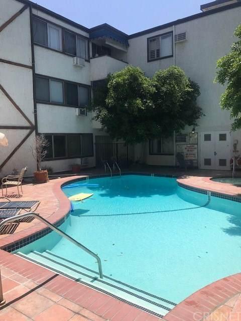 18530 Hatteras Street #115, Tarzana, CA 91356 (#SR20157567) :: Sperry Residential Group