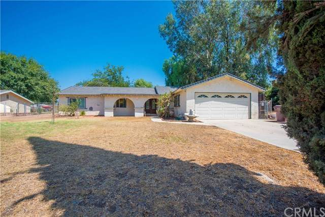 1049 1st Street, Norco, CA 92860 (#IG20150952) :: RE/MAX Masters