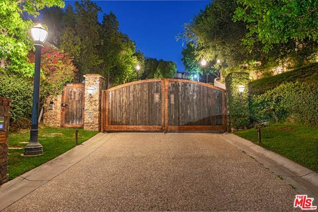 3053 N Beverly Glen Circle, Los Angeles (City), CA 90077 (#20614494) :: Allison James Estates and Homes