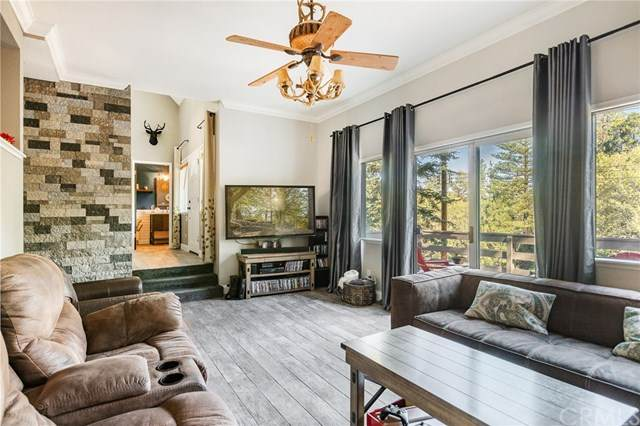 171 Grass Valley Road, Lake Arrowhead, CA 92352 (#IV20158421) :: Sperry Residential Group