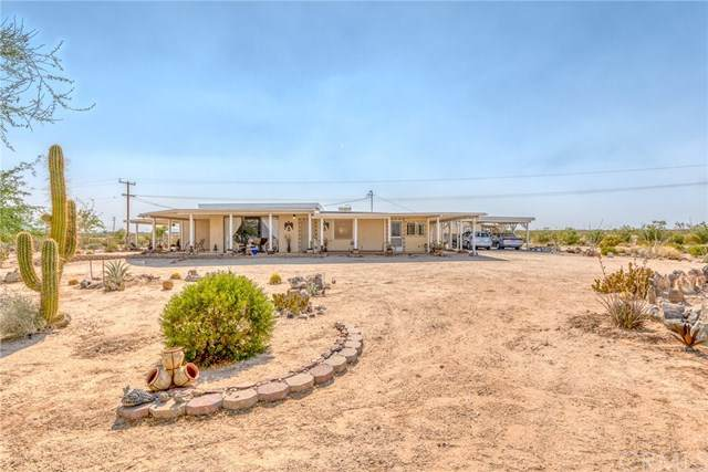 833 Copper Mountain Road, Joshua Tree, CA 92252 (#JT20159062) :: The Costantino Group | Cal American Homes and Realty