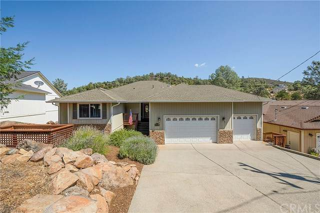 17489 Deer Hill Road, Hidden Valley Lake, CA 95467 (#LC20159093) :: Team Tami