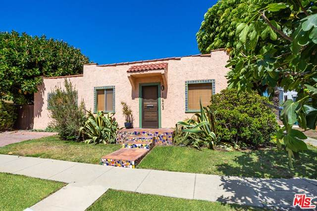11903 Courtleigh Drive, Los Angeles (City), CA 90066 (#20613518) :: Compass