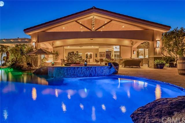 2710 Tres Lomas Court, Fallbrook, CA 92028 (#ND20157166) :: The Marelly Group | Compass