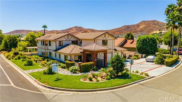 30076 White Wake Drive, Canyon Lake, CA 92587 (#IV20146112) :: Compass