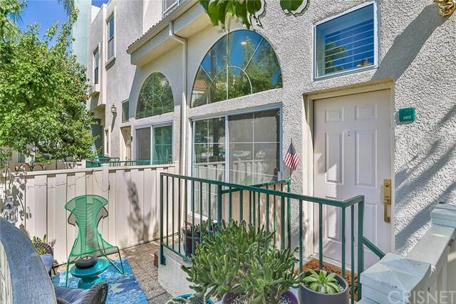 5455 Sylmar Avenue #1403, Sherman Oaks, CA 91401 (#SR20137200) :: The Najar Group