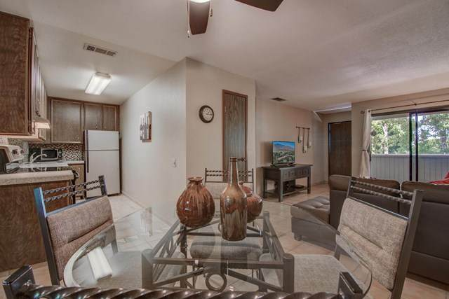 2812 N Auburn Court #202, Palm Springs, CA 92262 (#219047740PS) :: Sperry Residential Group
