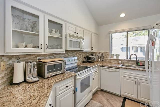 25427 Pine Creek Lane, Wilmington, CA 90744 (#IG20172730) :: Hart Coastal Group