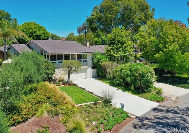 4061 Via Pavion, Palos Verdes Estates, CA 90274 (#PV20160308) :: The Laffins Real Estate Team