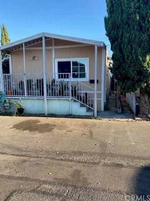 15325 Orange Ave D8, Paramount, CA 90723 (#DW20184675) :: Crudo & Associates