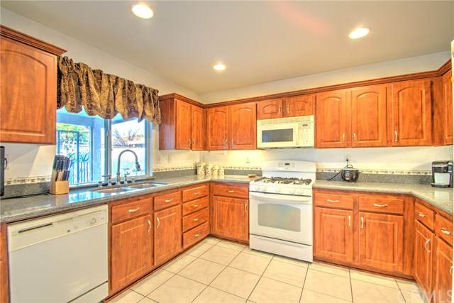 25606 Mountain Springs Street, Menifee, CA 92584 (#SW20194010) :: Berkshire Hathaway HomeServices California Properties