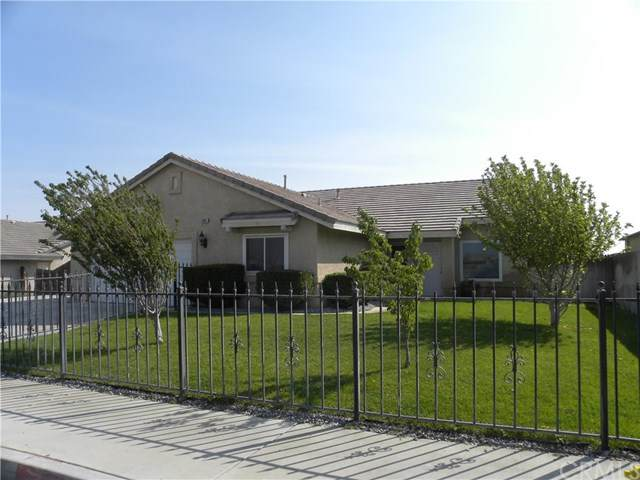 13055 Cypress Avenue, Victorville, CA 92395 (#TR20195763) :: Wendy Rich-Soto and Associates