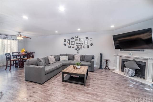 14201 Foothill Boulevard #47, Sylmar, CA 91342 (#SR20197679) :: Re/Max Top Producers